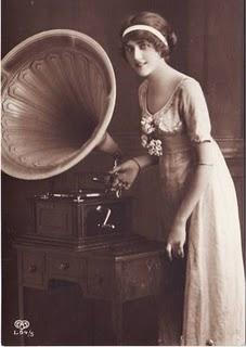 lady-gramophone