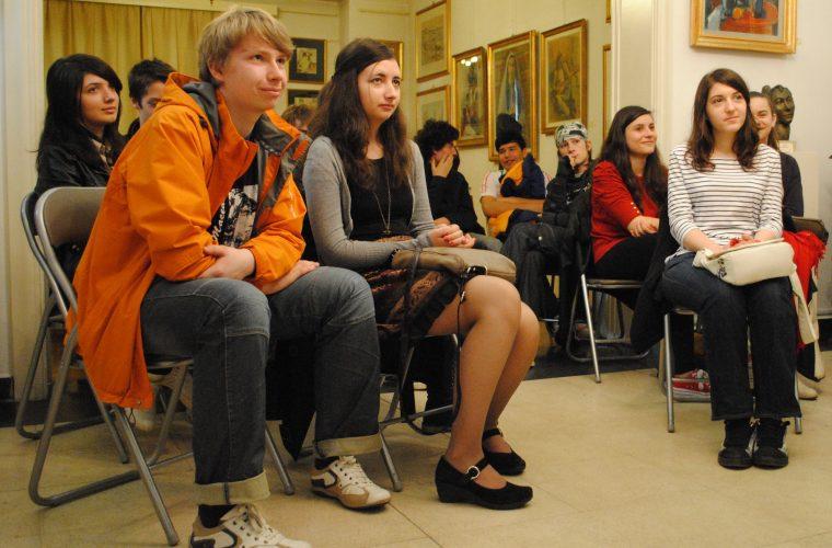 Cursuri umaniste gratuite pentru liceeni si studenti in Aprilie si Mai