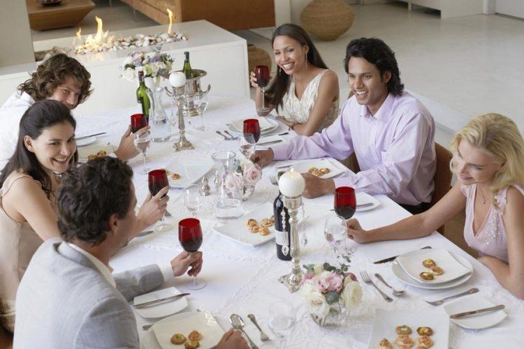 Bunele maniere la masă – sfaturi practice şi semnificaţii istorice