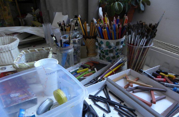 Cu o foaie de hartie si-un creion, oamenii se vad altfel :)