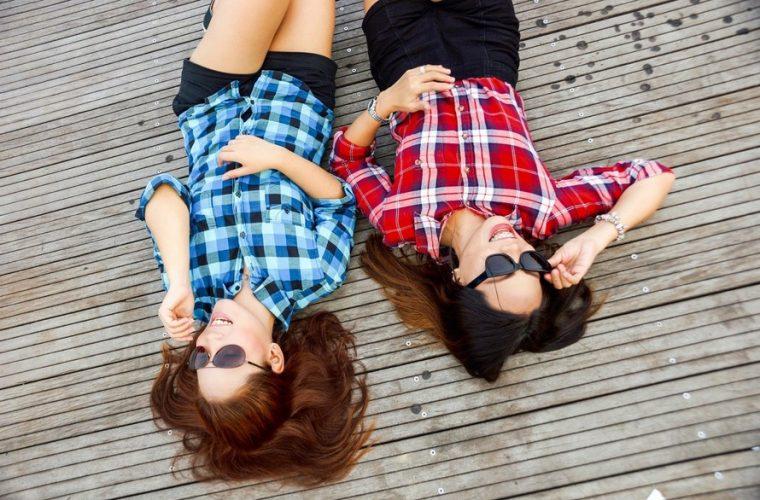 FII COOL VARA ASTA: Locuri gratuite pentru liceeni şi studenţi la şcolile de vară