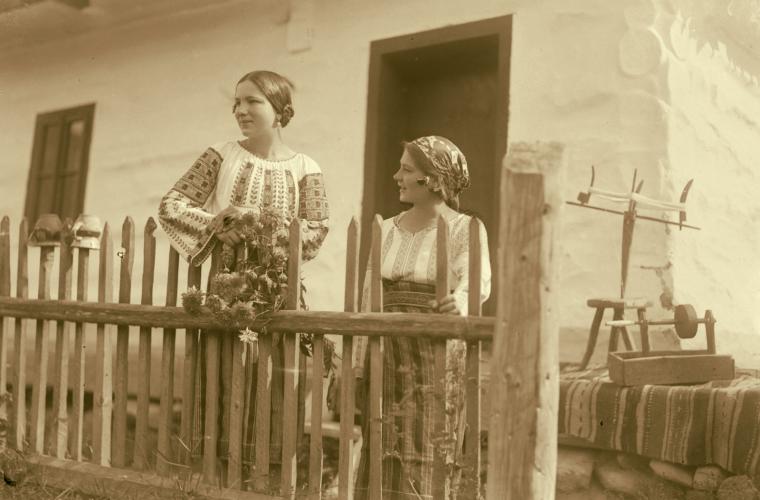 Atelier de folclor – Copilăria, tinereţea şi maturitatea