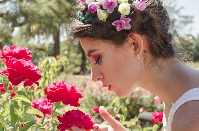 Istoria Parfumului: mistere, seducţie şi creatori celebri