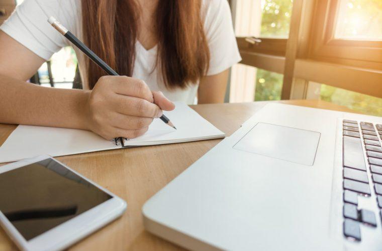 Atelier de scriere creativă pentru adolescenţi (14-17 ani)