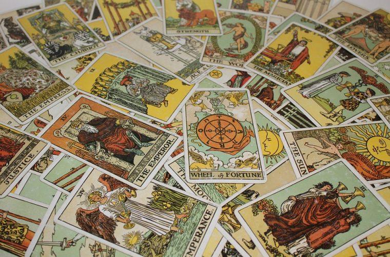 Ce mistere ascunde Tarotul? Istoric, simboluri, semnificaţii