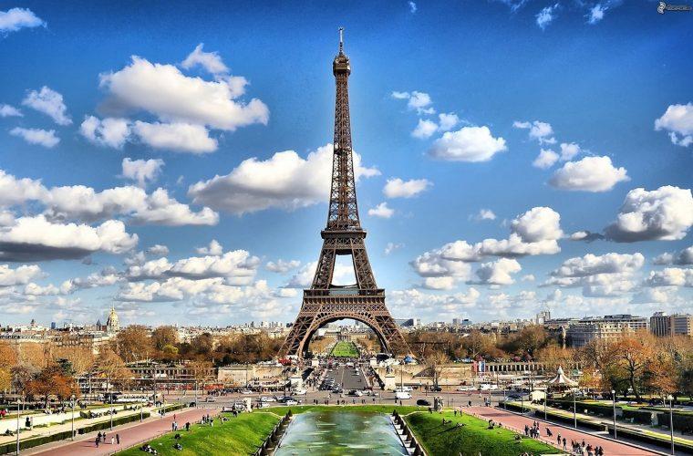 De ce ne fascinează PARISUL? Un oraş şi mitul său