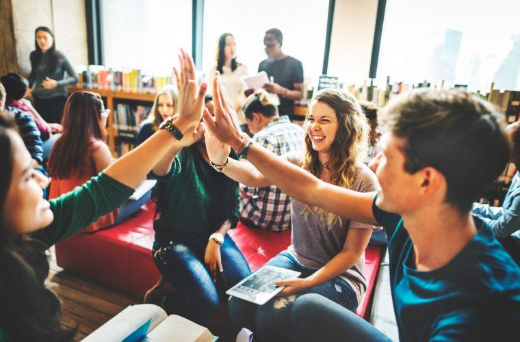 Burse pentru studenţi la cursurile de leadership, astronomie, istoria artei, filosofie şi fotografie de la Fundaţia Calea Victoriei