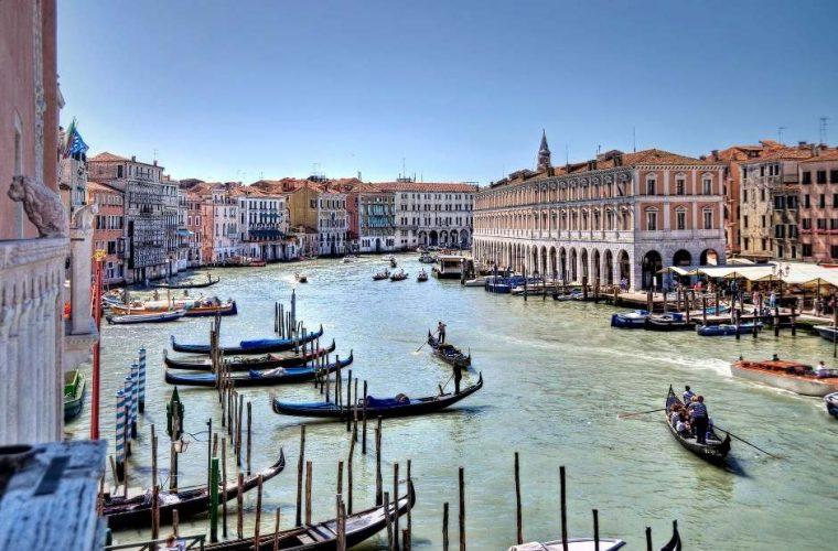 O călătorie imaginară în Veneţia lui Giacomo Casanova. Carnaval, fast şi seducţie
