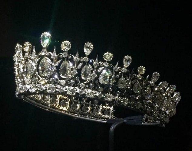 Curs online – Istoria bijuteriilor regale
