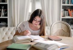 cum scriu un eseu curs online