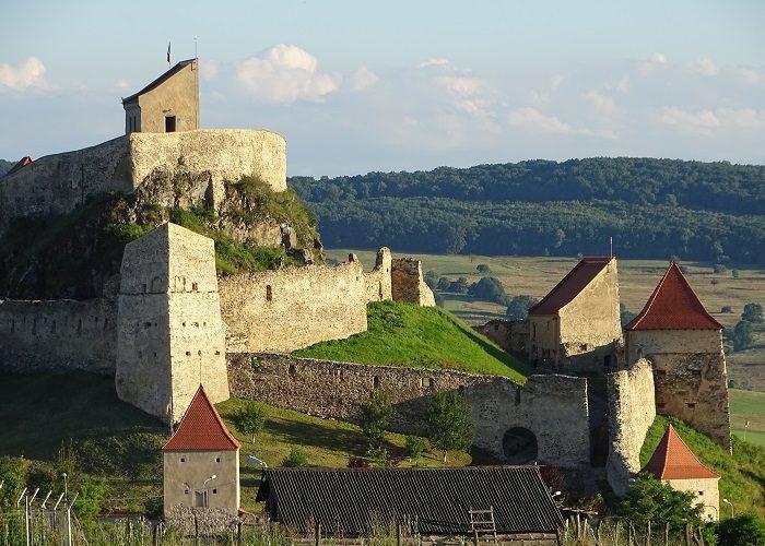 Cetăţi medievale şi biserici fortificate din Transilvania