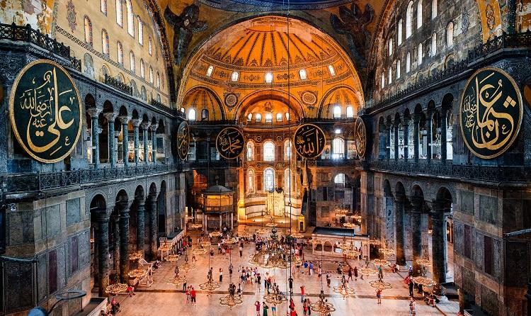 Arhitectura cerurilor: o introducere în spaţii sacre şi arhitectură religioasă