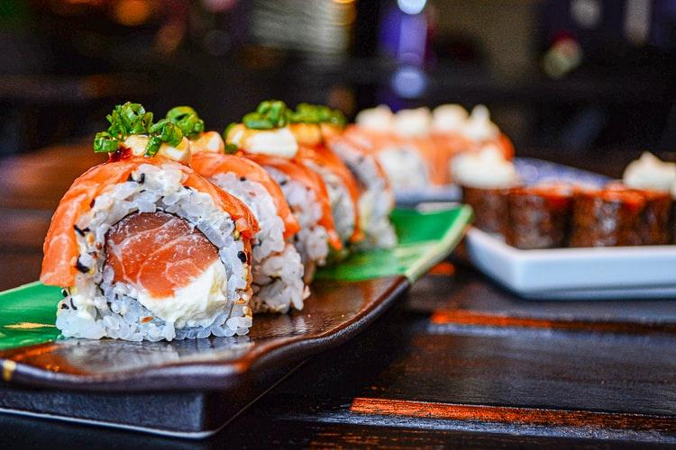 Sushi: o poveste delicioasă despre gust, artă şi tradiţie japoneză